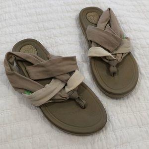 Sanuk beige sandals 7.5 (I think) barely worn